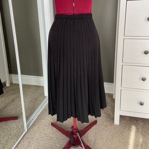 Banana Republic Skirts - Banana Republic Midi Pleated Skirt